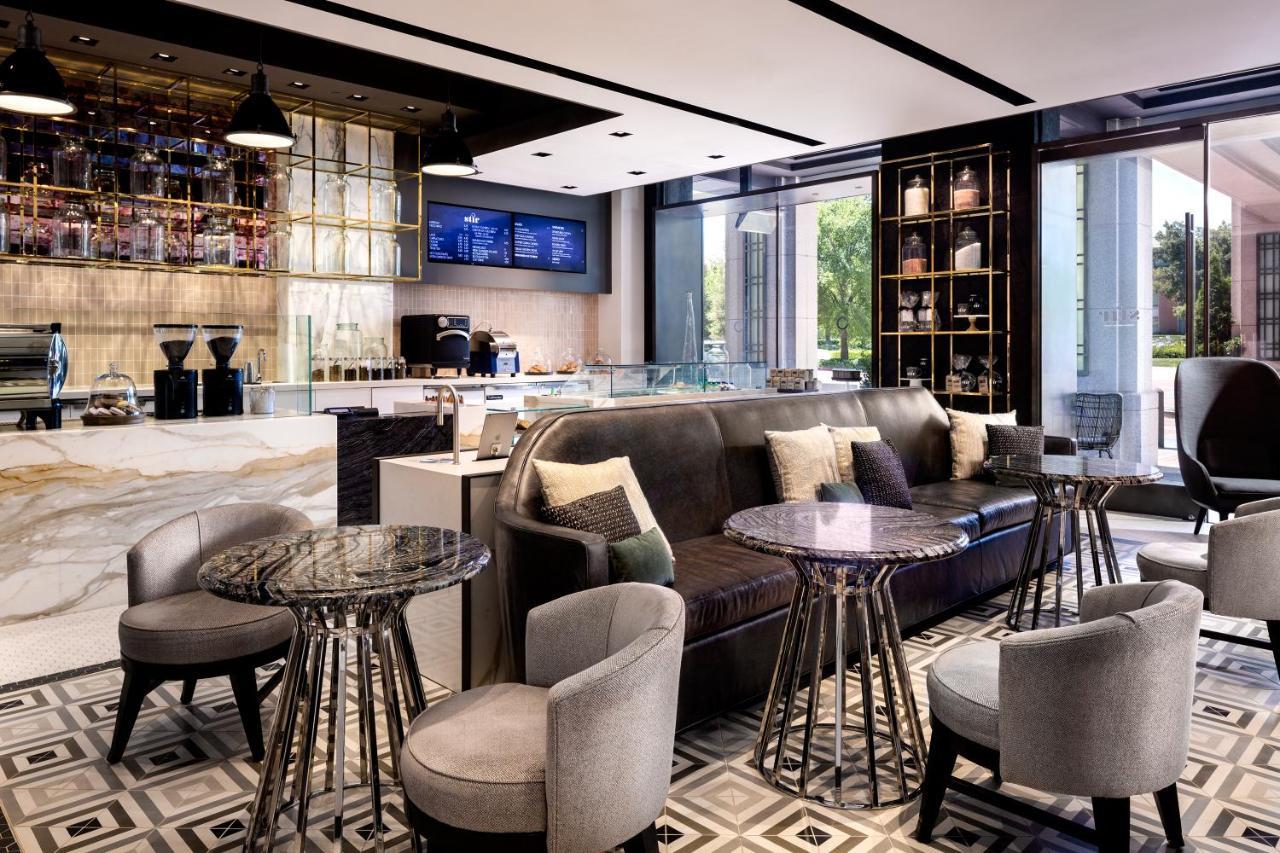 Oltre Il Soffitto Di Vetro Austin : Four seasons hotel westlake village westlake village u prezzi
