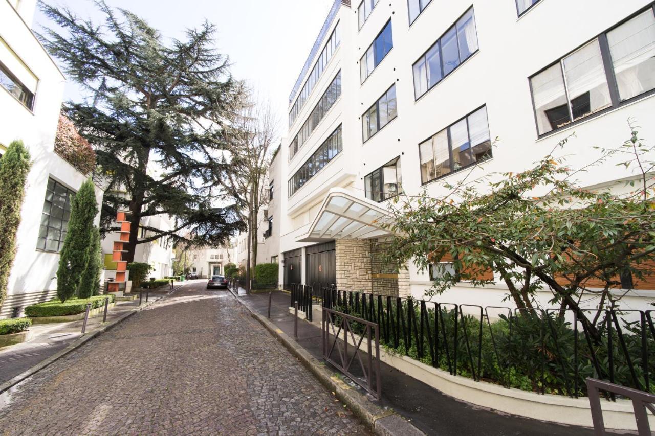 Hotel De La Paix Montparnasse Apartment Luxury And Sunny Appartment Paris France Bookingcom