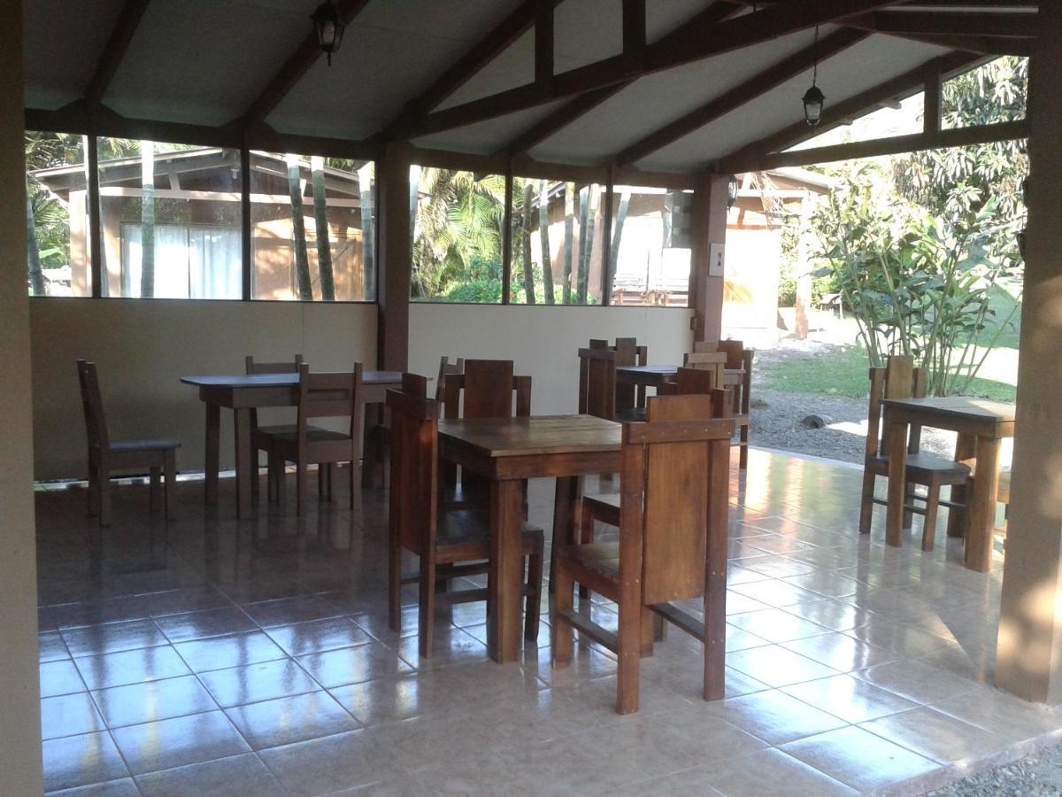 Mesas comedor de Paraíso Camping Lodge