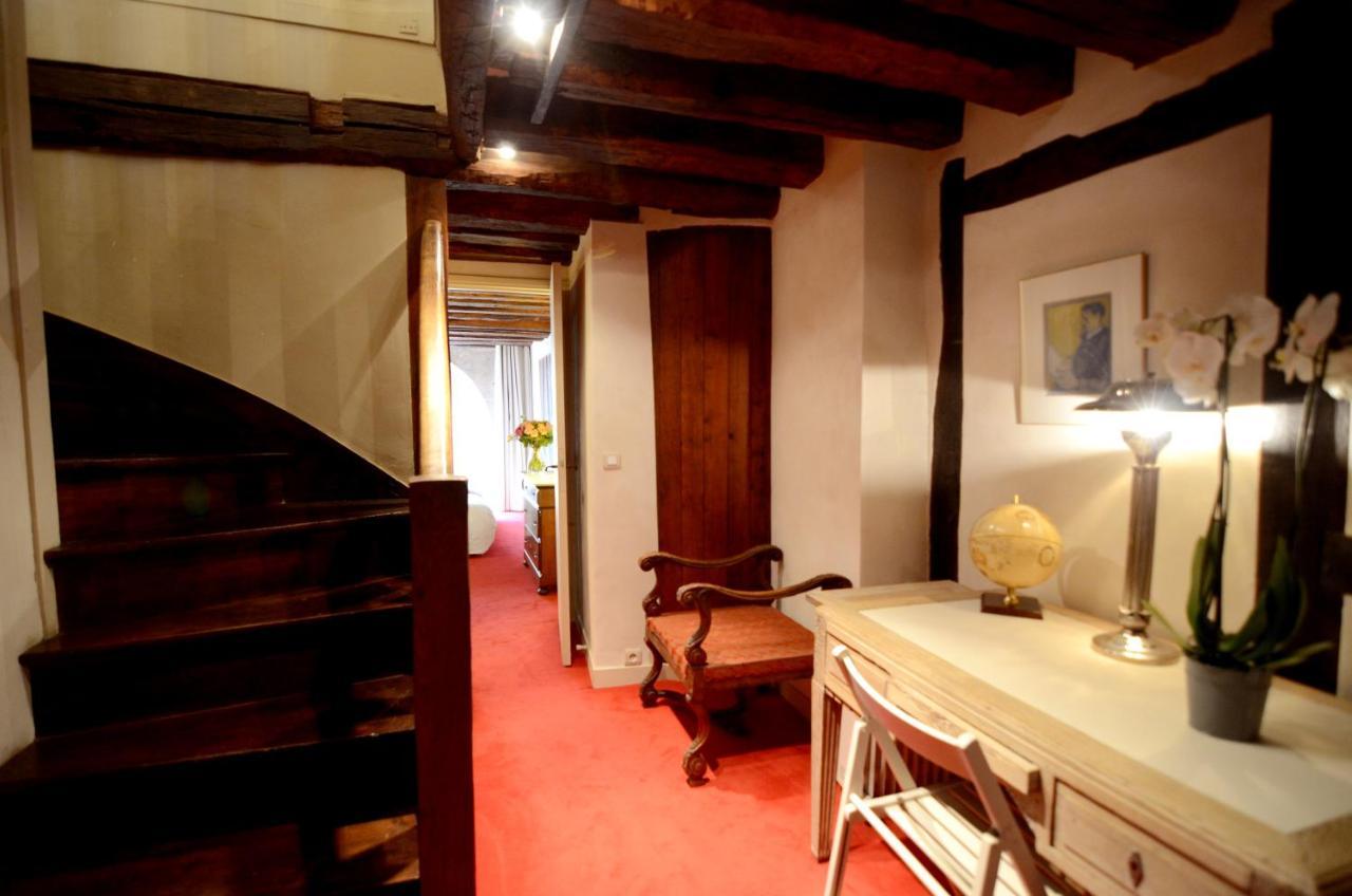 Apartment Rue du Bac Luxury, Paris, France - Booking.com