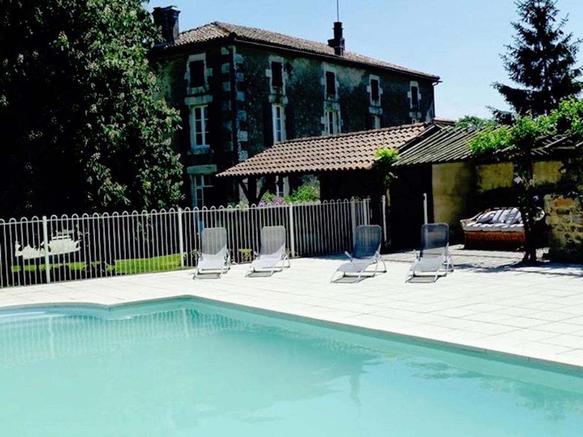 Bed And Breakfasts In Roumazières Poitou-charentes
