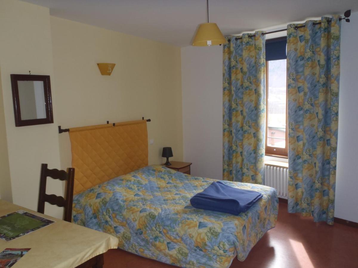 Hotels In Quet-en-beaumont Rhône-alps