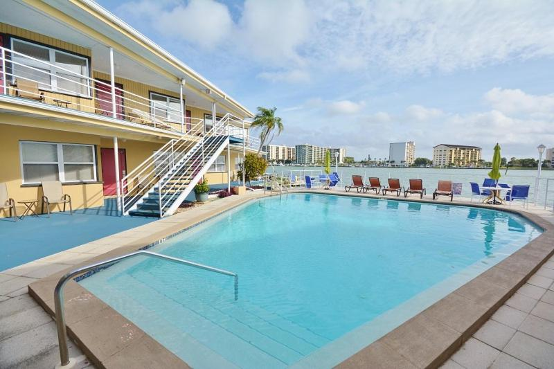 Ebb Tide A Boutique Waterfront Resort Clearwater Beach Fl Booking