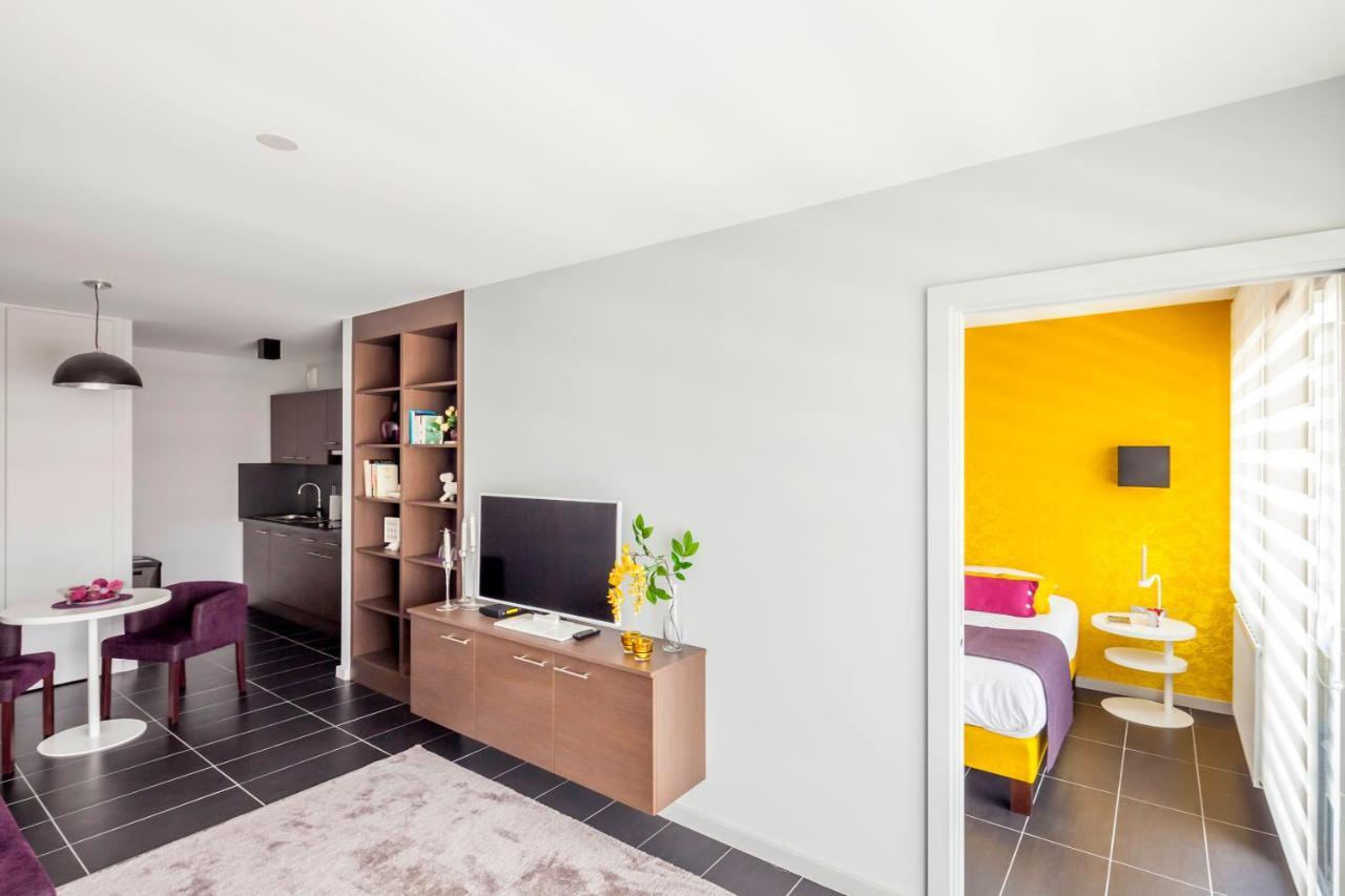 Balcony design ideas in apartment grenoble france home design and - Balcony Design Ideas In Apartment Grenoble France Home Design And 44