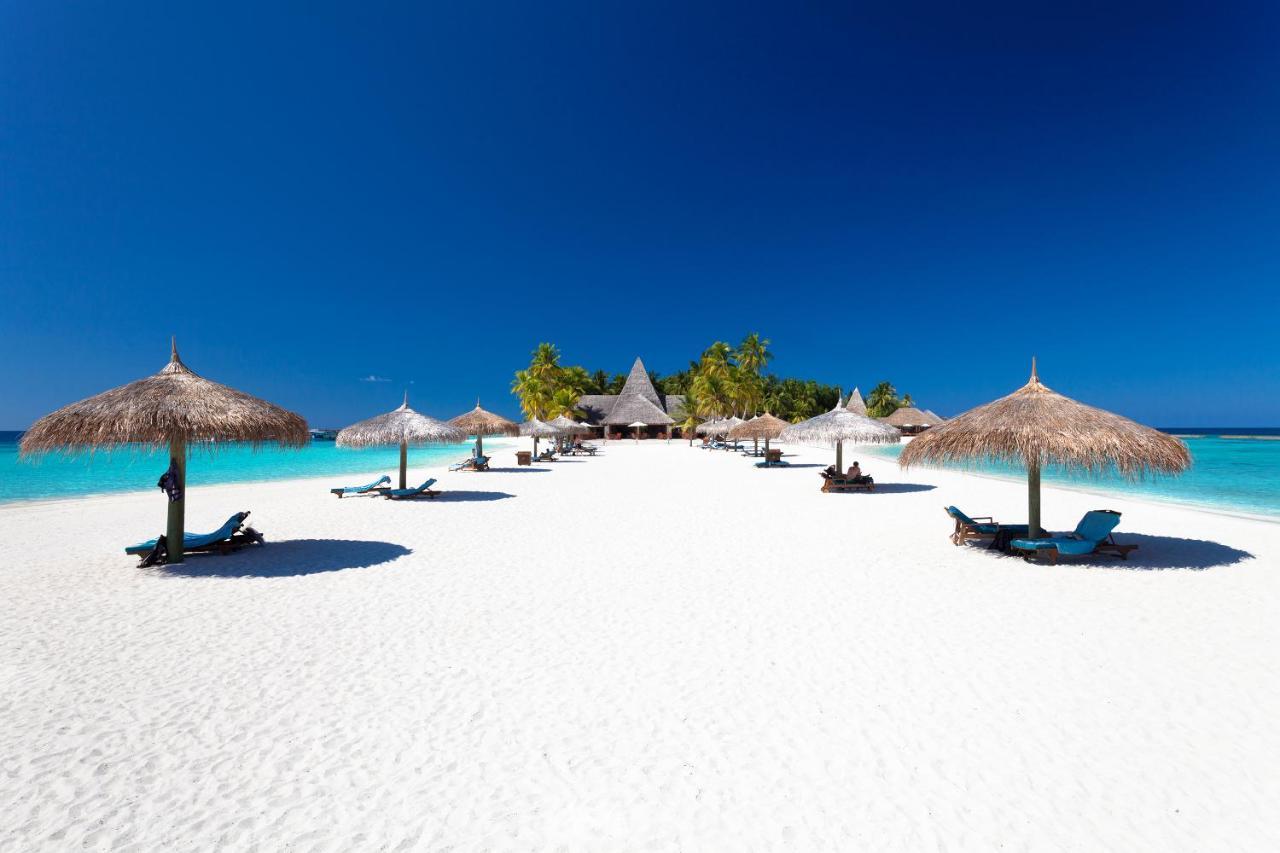 Райский пляж с белым песочком в курортном отеле Велиганду