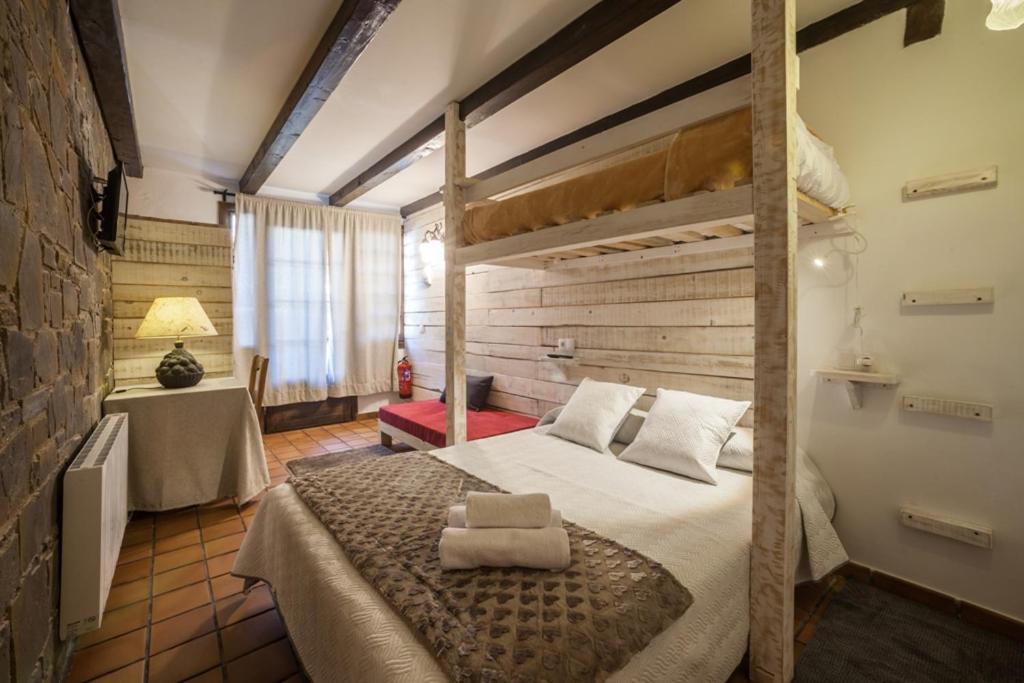 Hostels In La Plana De Mont-ros Catalonia