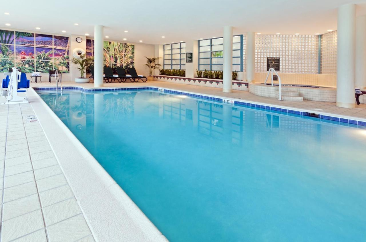 Hotel Embassy Suites Parsippany, NJ - Booking com