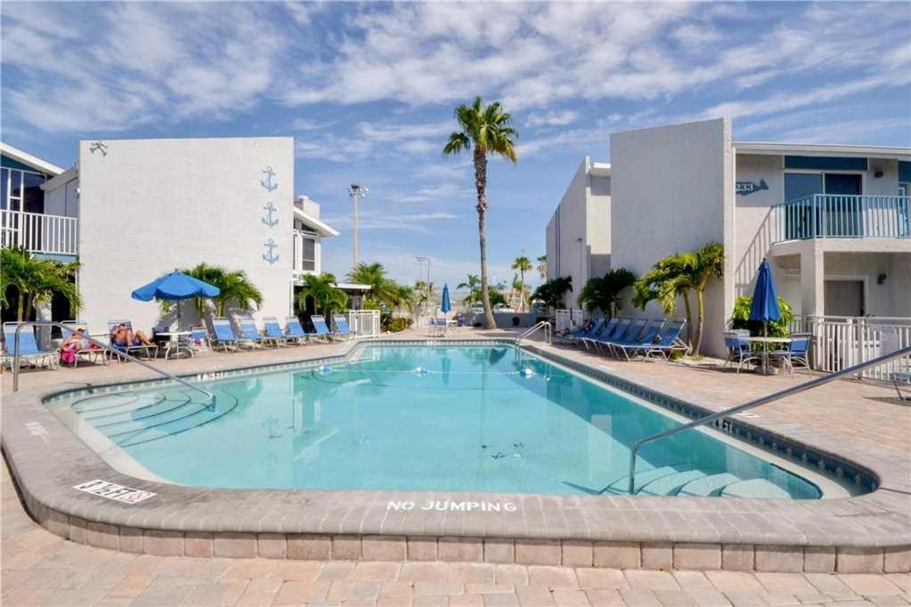 Madeira Beach Yacht Club One Bedroom Condo 165c St Pete Fl Booking