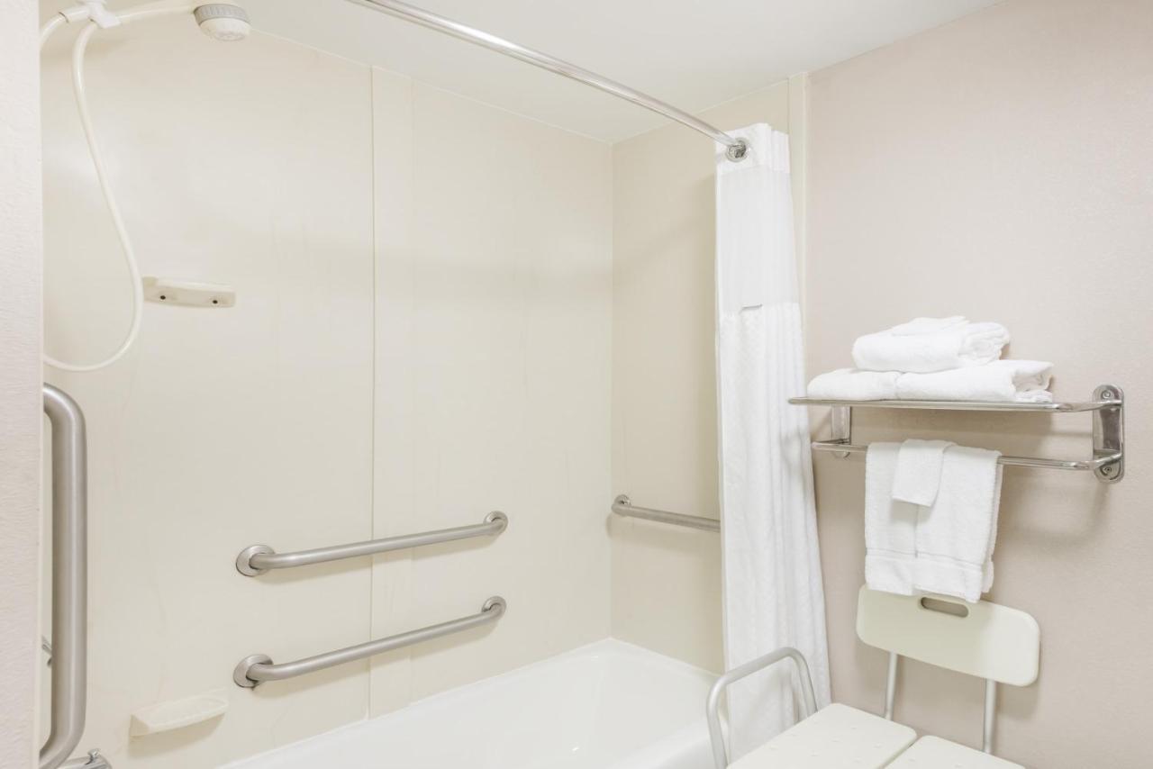Baymont Inn & Suites - Clarksville, TN - Booking.com