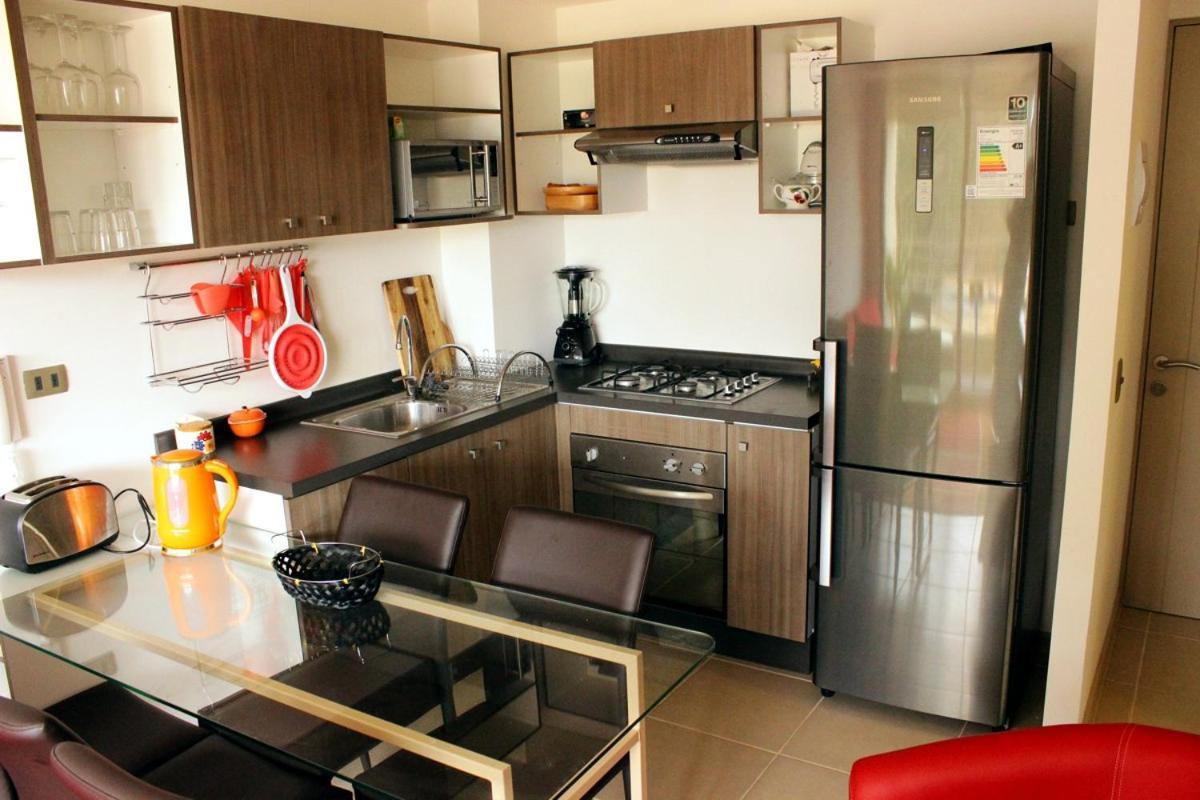 Contemporáneo Ideas De Cambio De Imagen De Cocina Condominio Foto ...