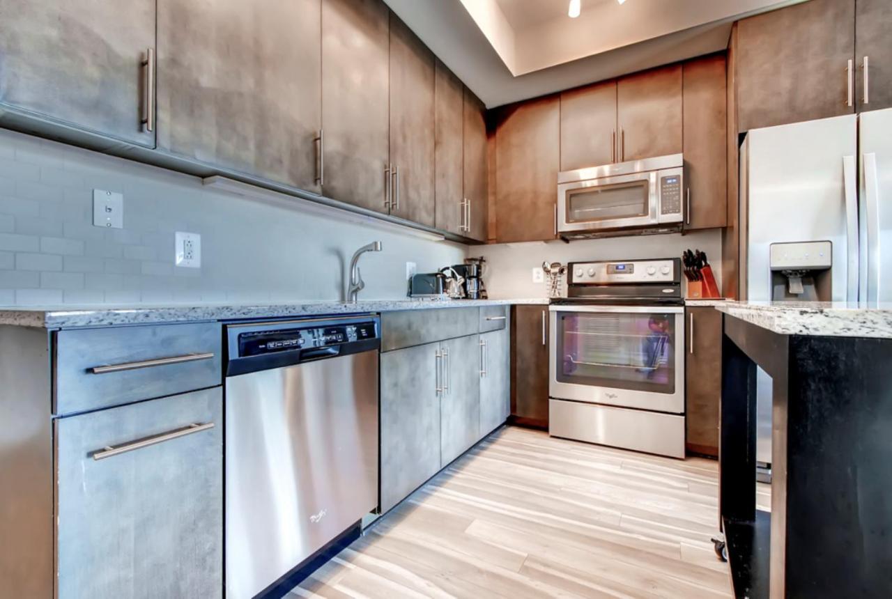 Apartment Global Luxury Suites at Park Crest, Tysons Corner, VA ...