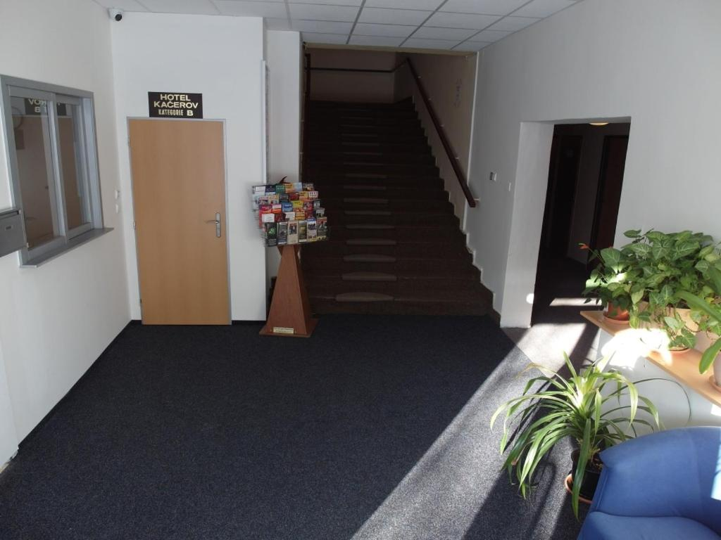 Забронировать отель в праге booking com билеты на самолет в тольятти