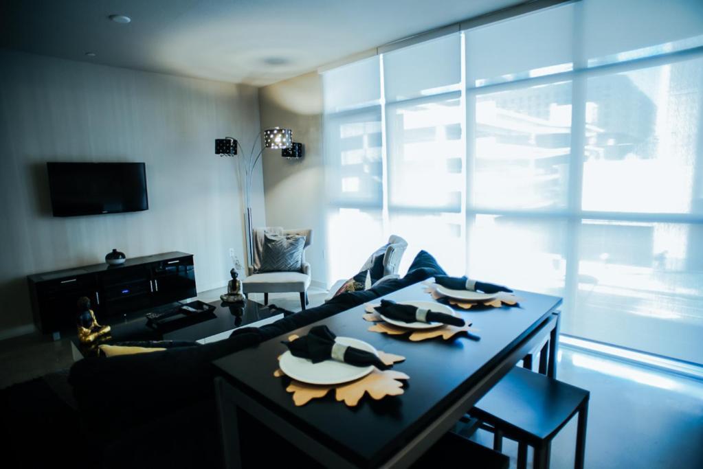 modern luxury living room. Apartment DTLA Plush Modern Luxury Living  Los Angeles CA Booking com