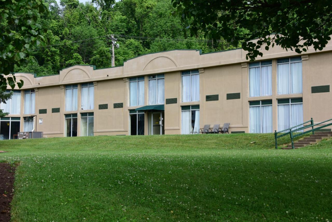 Hotels In Fairdale Ohio