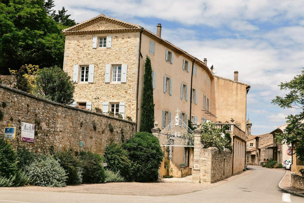 Bed And Breakfasts In Roussas Rhône-alps
