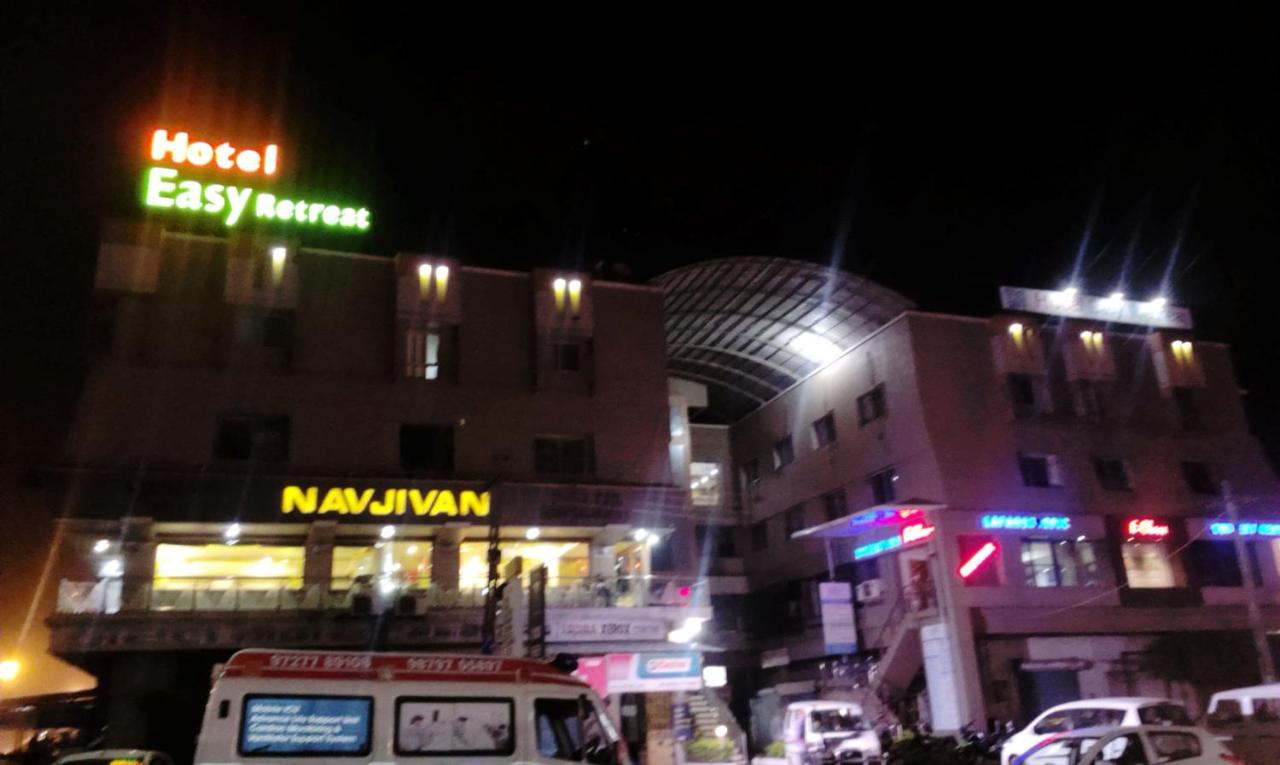 Hotel Furaat Inn Hotel Easy Retreat Vapi India Bookingcom