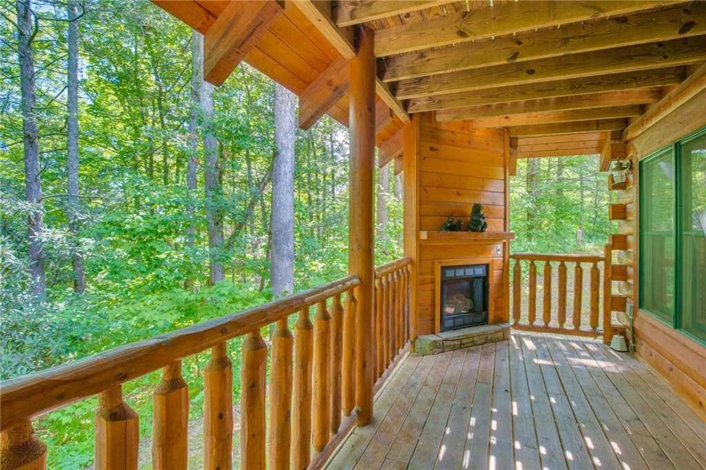 Vacation Home Peyton\'s Hideaway- Three-Bedroom Cabin, Gatlinburg ...
