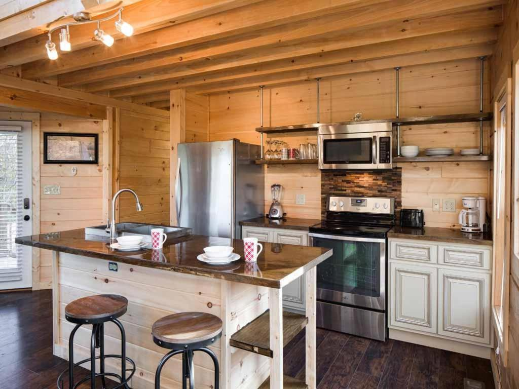 Vacation Home Mountain Splash  Two Bedroom Cabin  Pigeon Forge  TN    Booking com. Vacation Home Mountain Splash  Two Bedroom Cabin  Pigeon Forge  TN