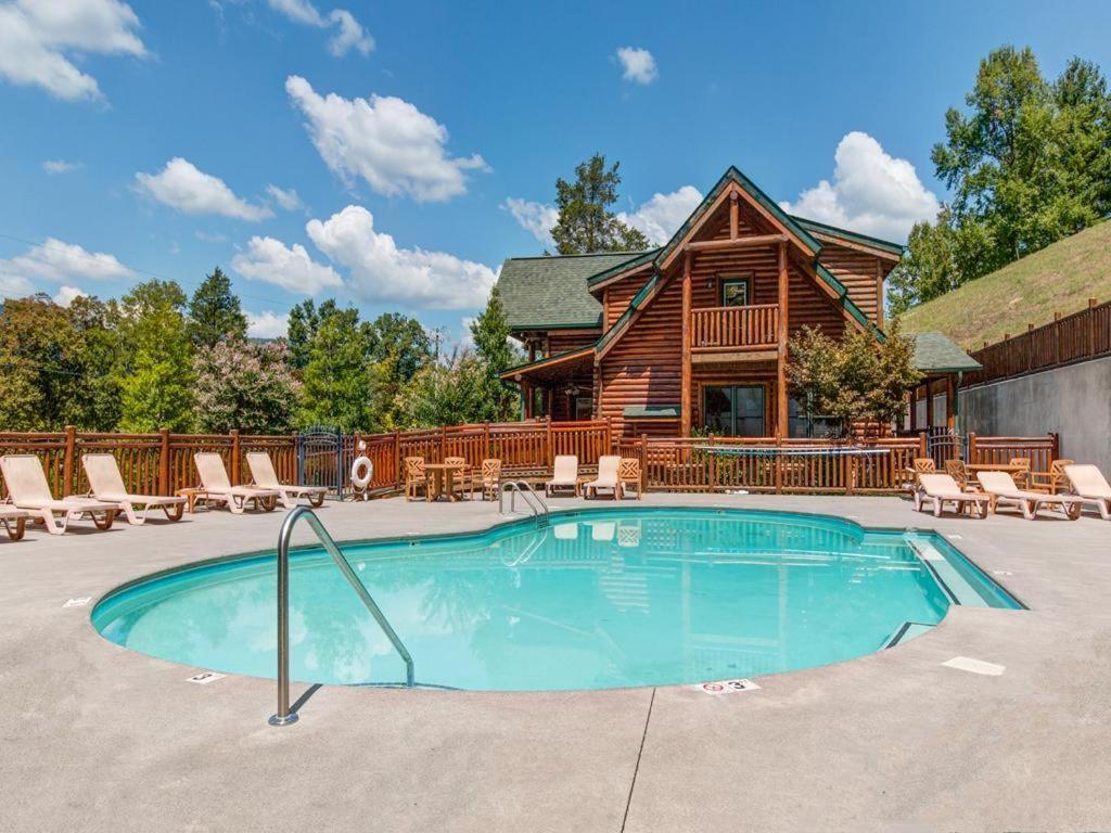Bear Creek Lodge- Five-Bedroom Cabin, Sevierville, TN - Booking.com