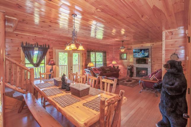 Vacation Home Destiny\'s Heaven- Five-Bedroom Cabin, Gatlinburg, TN ...