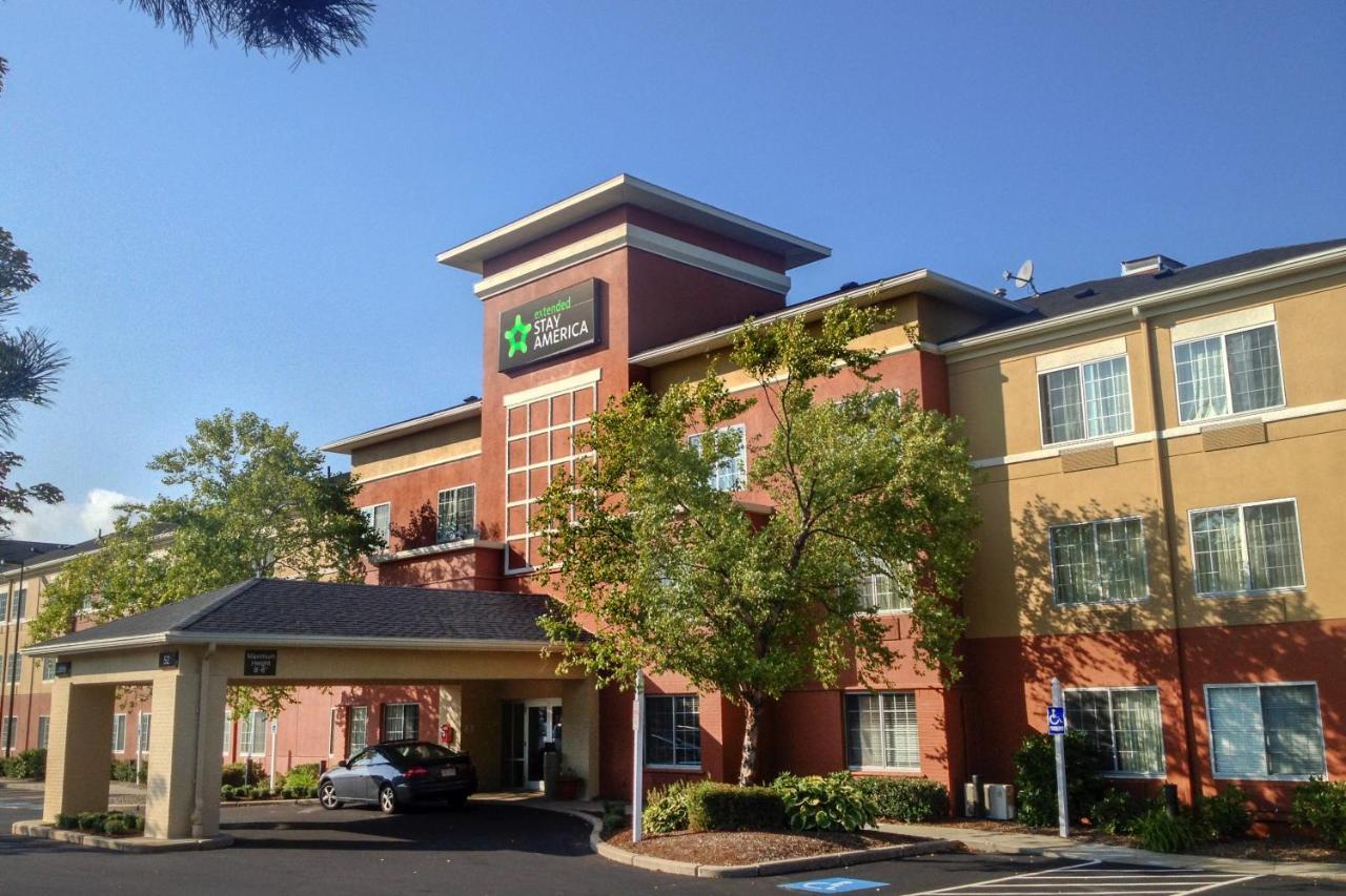 restaurant waltham see xxl boston near plus western college massachusetts hotels hotel discounts best ma bentley