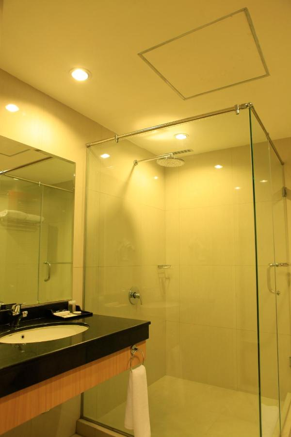 Hotel Surabaya Suites Indonesia Booking