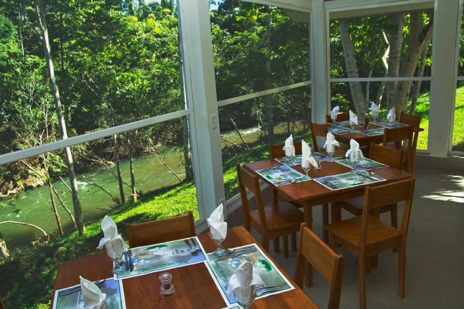 Resorts In Teakettle Village Cayo