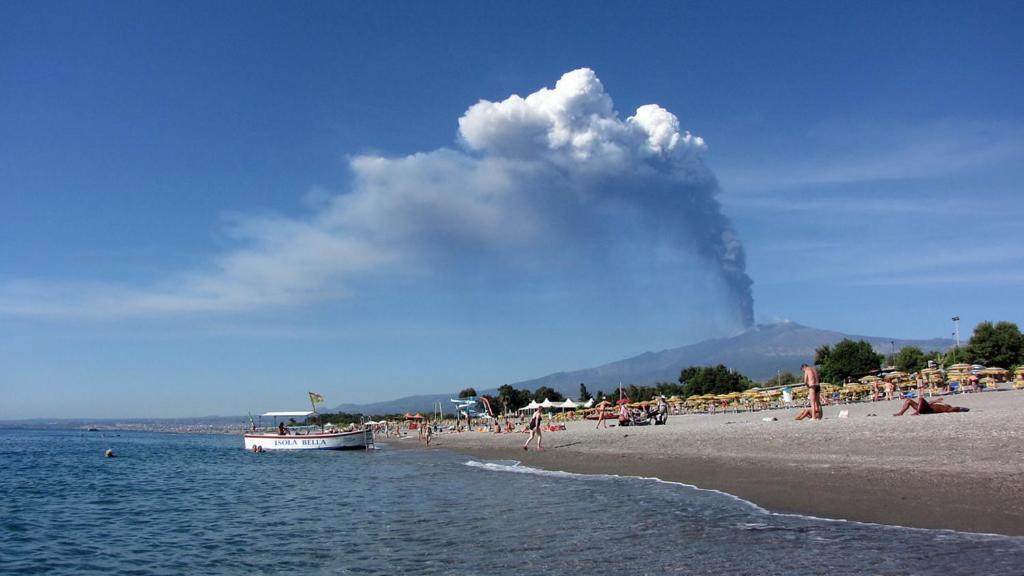 Spiaggia in giardini naxos sicilia immagine stock immagine di