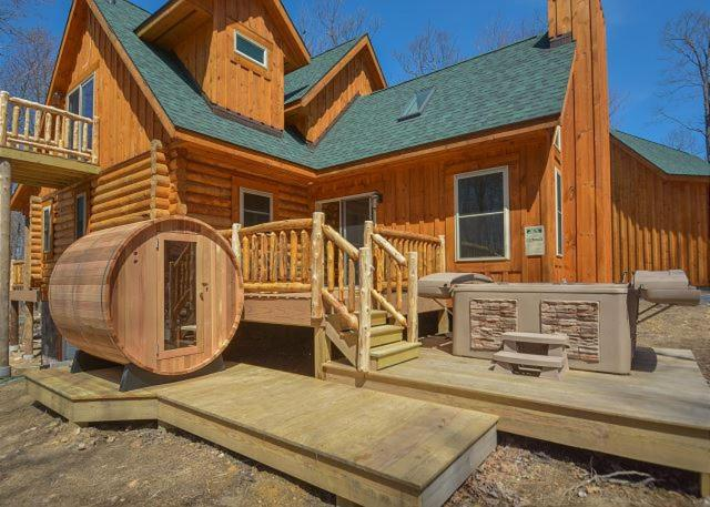 Big Log Lodge Four Bedroom Holiday Home McHenry MD