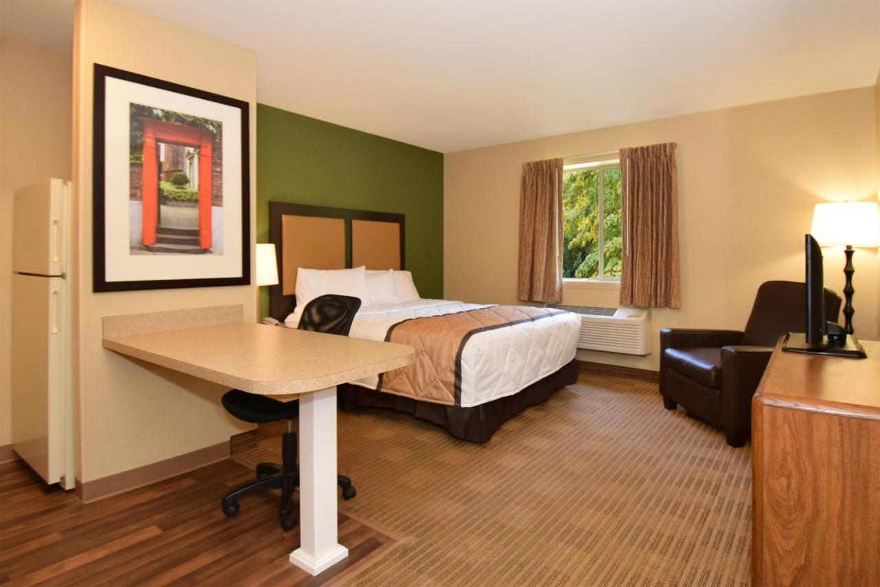 Hotel ESA W. Stoneridge Dr, Columbia, SC - Booking.com
