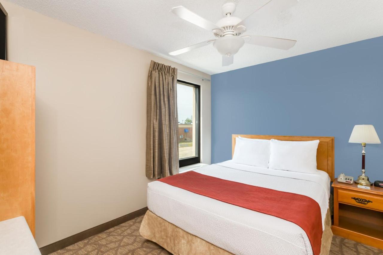 Hotels In Lenox Georgia
