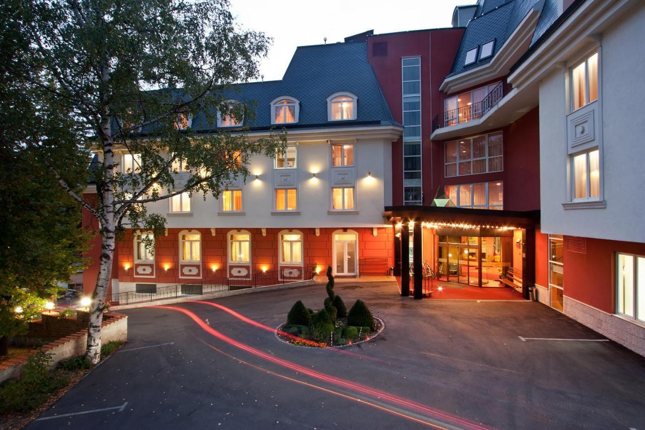 Хотелско сместување