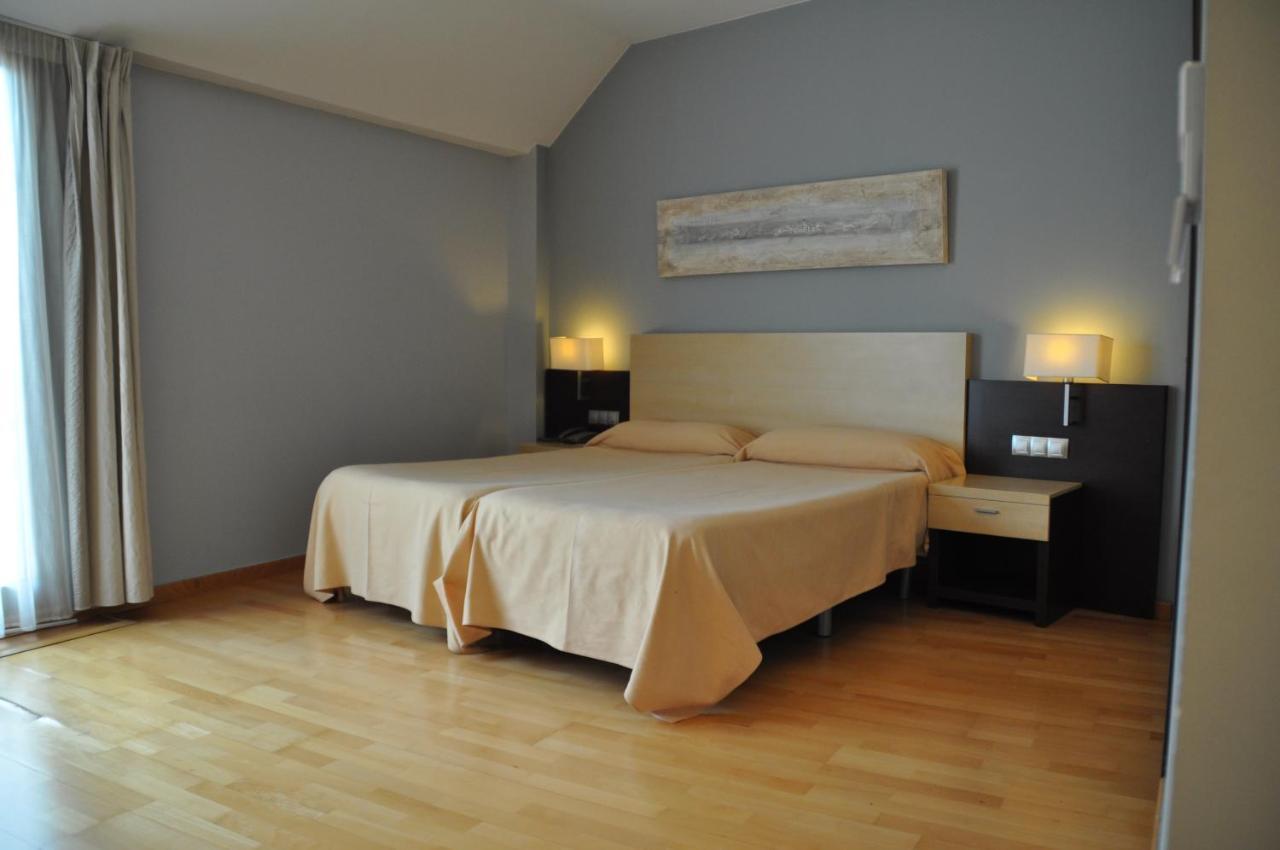 Hotels In Salem Valencia Community