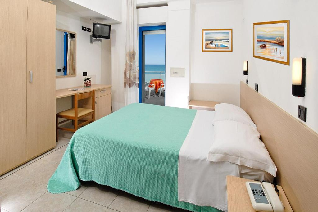 Hotels In Castel Colonna Marche