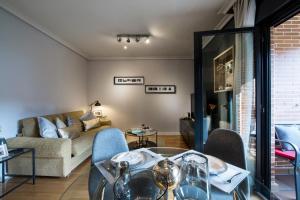 A seating area at Premium luxury city center apartment