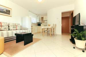 A seating area at Apartments Lara Pula