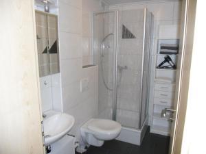 A bathroom at Ferienwohnung am Weinberg