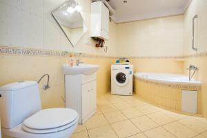 A bathroom at 3 Bros' Apart