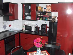A kitchen or kitchenette at Ferienwohnung Trollmann