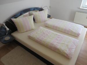 Ein Bett oder Betten in einem Zimmer der Unterkunft Ferienwohnung Zahn