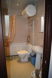 Ванная комната в Apartment on Genuezskiy proyezd 7