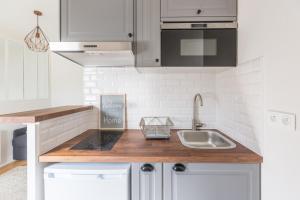 Cuisine ou kitchenette dans l'établissement Assas-Vavin Appartements