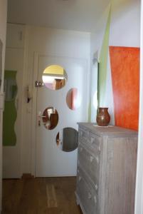 A bathroom at Cosy porte dorée