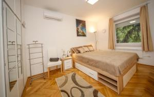 A bed or beds in a room at Stefania 35 Apartment