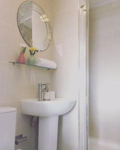 A bathroom at Modern Studio-Central London