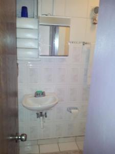 A bathroom at Safe Quiet Apartments Near Airport