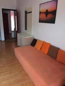 A seating area at Apartments Mia