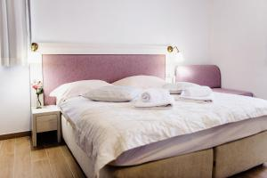 A bed or beds in a room at Villa Palloma