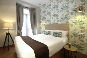 A bed or beds in a room at Suites You Zinc