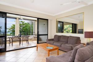 Prostor za sedenje u objektu Mediterranean Beachfront Apartments